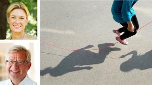 Kristina Sparreljung, generalsekreterare för Hjärt-Lungfonden och Jan Nilsson, ordförande för Hjärt-Lungfondens forskningsråd, skriver om vikten av att barn rör på sig.  Hoppa långrep på skolgården ger kondition och koordination./FOTO: JANERIK HENRIKSSON