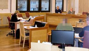 Bild från rättegången mot de två männen som nu dömts för en tortyrliknande misshandel i Älandsbro.