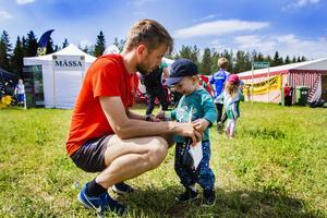 Thomas Landqvist med sonen Isak Landqvist, snart två år.