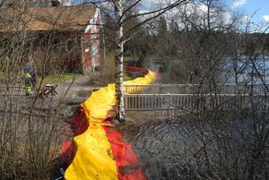 Redan i helgen sattes skyddsbarriärer upp kring välkända Carl Larsson-gården i Sundborn.