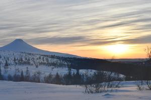 Årets mörkaste dag, solen kämpar sig upp över nordligaste Dalarna vid Städjan.