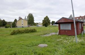 Det är här, nära Rännöbadet, som en äventyrspark kommer att öppna till våren.