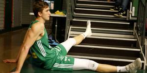 Alexander Lindqvist skadade foten – för andra matchen i rad – och riskerar att missa åtminstone mötet med Köping på onsdag.