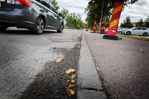 Centrumleden i Arboga har förberetts inför asfalteringen. Gammal asfalt har frästs bort.