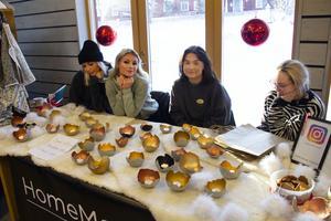 Isabell Runesson, Lisette Zetterberg, Wilma Gunnari och Ida Andersson passade på att sälja under julmarknaden. De har nyligen startat ett UF-företag och säljer ljuslyktor i betong.