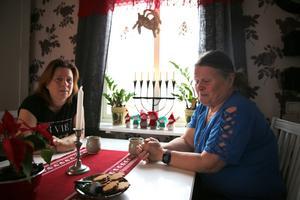 Varför ändra på något, som fungerar bra, undrar systrarna Lisbeth och Agneta Björnebo.