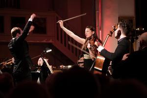 Det var svårt att släppa solisterna Rosanne Philippens och István Várdai med blicken.Foto: Nikolaj Lund