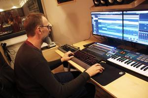Mikael Brun Gunnerås är ljudkonstnären i gänget, och är den som spenderar timme efter timme för att få till det perfekta soundet.