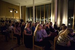 Publiken i den vackra Jungfrun när Lunnevads folkhögskola spelade.