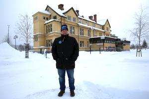 Oscar Diös och hans företag Kvarntorget fastighet AB äger numer Orsa stadshotell.
