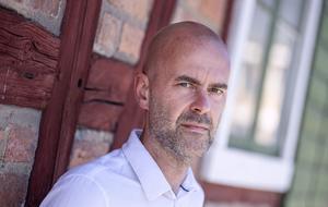 """När Patrik Svenssons debutbok """"Ålevangeliet"""" ges ut i augusti har den redan sålts till minst 33 andra länder.   Foto: Johan Nilsson"""