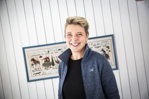 Eva Westberg driver Färjestans gård som blivit känd för sitt afternoon tea i kommunen.