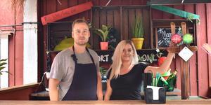 Mikael Oskarsson och Elisabeth Granquist är glada över all positiv respons de har mött sedan öppningen av Koh Kradan.