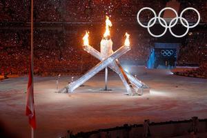 OS-invigningen i Vancouver 2010. Håkan Larsson tycker att det är dags att Sverige bjuder tillbaka ett OS. Att skidskyttet avgörs i Östersund anser han är självklart.