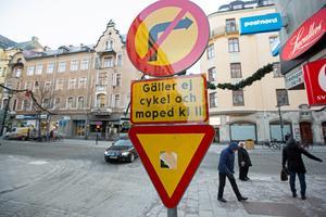 Stänga av biltrafiken helt på Storgatan, det tycker Suzan Mavi på frisersalongen Glamour.
