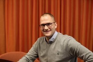Andreas Ersson är uppväxt i Södertälje. För tredje året arrangerar han en julkonsert i staden.