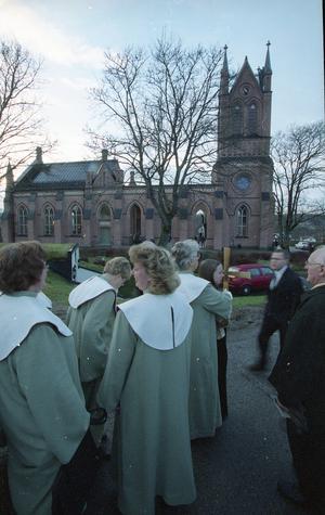 Invigning av den nya kyrkan skedde på första advent 2001.