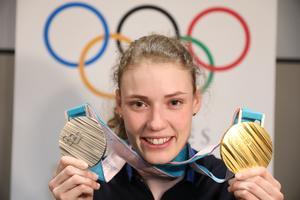 OS-medaljerna visas upp.