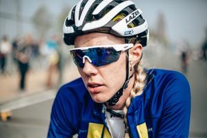 Emilia Fahlin hängde med över åtta av tio tuffa stigningar i Flandern runt, men klarade inte av att hänga på när Marta Bastianelli höjde tempot i den näst sista. Foto: Thomas Maheux