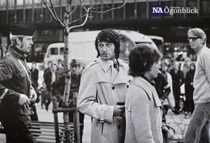 21 oktober, 1971 - Örebro. Ratco Andric kidnappade sin hustru och son efter en vårdnadstvist. Kidnappningsdramat fick en upplösning på kajen i Trelleborg där Ratco somnade efter att ha druckit kaffe preparerat med sömnmedel. NA-fotografen Håkan Ekebackes ögonblick utsågs till Årets Bild 1971.