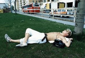 """Beskrivning av 1986 års nyord ficktelefon: """"I en framtid kommer vi att få ficktelefoner. Det blir då möjligt att anropa folk som är i rörelse, oberoende av var de befinner sig på jordklotet"""". Foto: Ragnhild Haarstad / TT"""