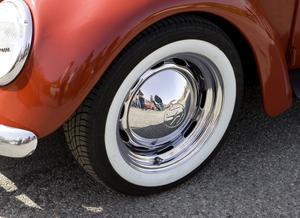 Bilar som enligt vägtrafikregistret är av en årsmodell som är 30 år eller äldre undantas från kravet på vinterdäck.