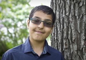 Abdallah Majeed, 12, sålde majblommor för 10500 kronor.