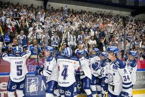 Leksand tackar fansen efter segern med 4-0 mot Luleå hemma i Tegera Arena.