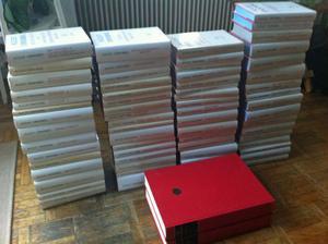 Nationalupplagan av August Strindbergs Samlade Verk är nu komplett med den 71:e boken, Hemsöborna. Den stora röda boken är Ockulta dagboken som gavs ut i 900 exemplar i somras.