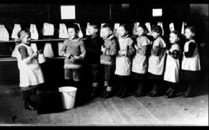 Redan 1908 inrättades den första barnträdgården vid Husmodersskolan.Foto: SSAB:s bildarkiv