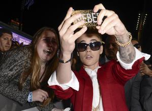 Justin Bieber tar en selfie tillsammans med ett fan i Los Angeles. Men nyligen meddelade popstjärna att han bestämt sig för att sluta ställa upp på bilder med sina beundrare.