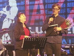 Jazzklubbens ungdomsstipendium utdelades av Margaretha Sjölander till Jonatan Eriksson, lovande basist.