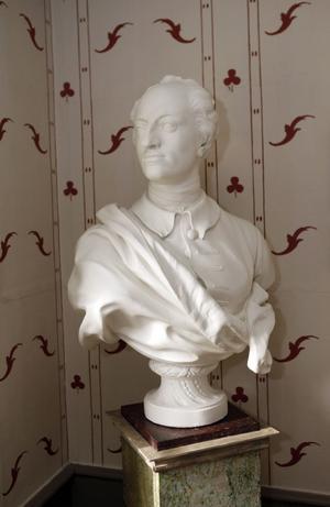 """Karl XII. """"Ett fynd för 5 000 kronor"""", säger Jan. """"Det fulaste han dragit hem"""", säger Leea."""