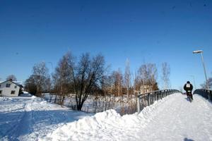Å-nära boende. Vid kanalbron, Södra Kanalvägen. Under snötäcket finns           i dag en grusplan.