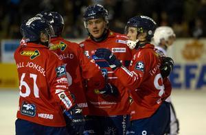 Martin Frid och Edsbyn har fortsatt bra slagläge för att snuva Hammarby på andraplatsen i elitserien.