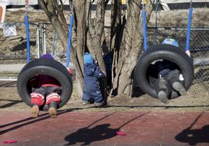 Lek. Förskolan ska inte vara barnpassning när föräldern känner för att göra något annat, framhåller skribenten. Foto: Gorm Kallestad/TT