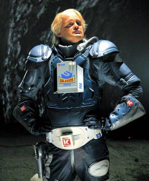 Kenny Starfighter spelas av Johan Rehborg.