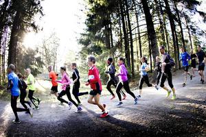 Hemlingby löparklubb vill motverka otrygghet genom att bjuda allmänheten till ett gemensamt löppass i Gävle.