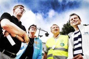 Augusti 2010, valarbetet är i full gång och nu finns det väl i alla fall en chans att bryta S-dominansen! Lennart Sjögren, KD, Inger Källgren Sawela, M, Roland Ericson, C, och Per-Åke Fredriksson, FP, hoppas tillsammans.
