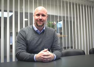 Stefan Karlsson, vd på Städhem, satsar på en låg personalomsättning och arbetar kontinuerligt med marknadsföring via sociala medier.