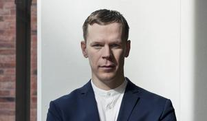 Konstnären Christian-Pontus Andersson har tillbringat ett år i porslinstaden Jingdezhen i Kina, där till och med lyktstolparna är av porslin.