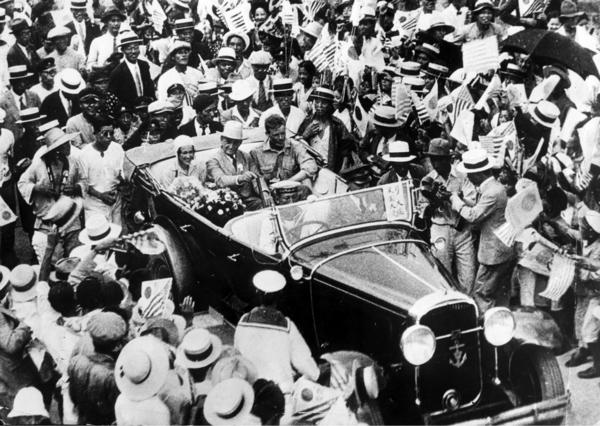 Charles Lindbergh tas emot i Japan 1931. Hans popularitet vet inga gränser.