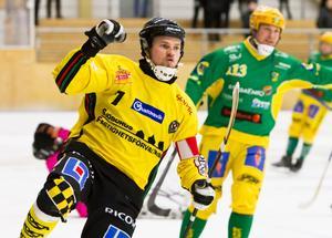 Lasse Buskqvist gjorde ett regelrätt mål och två bortdömda mot Rättvik.