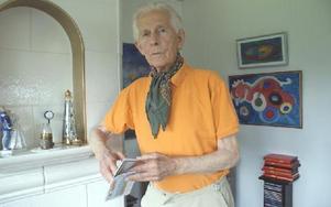 Bo-Åke Ericson, 88-årig djurmobo, som ger ut annonsbladet Wasa Posten.FOTO:ARKIV