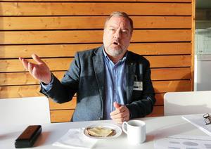 Robert Uitto (S) vill få svar från Trafikverket om upphandlingen med Avies.