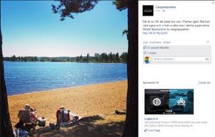 Här uppmanar Långnärsparken gästerna att bada – men kommunens miljökontor avråder från att bada.