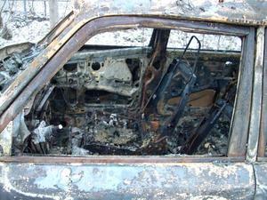 Volvon blev totalt utbränd.