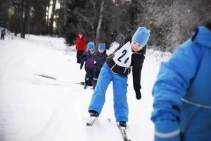 Linus Larsson från Polisvillan tappade nästan balansen, men lyckades hålla sig på benen.