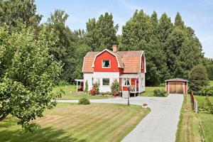 Denna älvtomt i Torsång, Borlänge kommun, var ett av de mest klickade objekten i Dalarna på Hemnet under vecka 32.