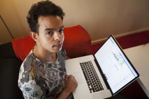 – Om ingen skulle hjälpa mig att övningsköra skulle det kosta mig väldigt mycket pengar och då skulle det ta lång tid, säger Mohamed Sarkadi.